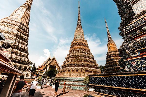 Mơ thấy đi chùa thắp hương lễ Phật với ai?
