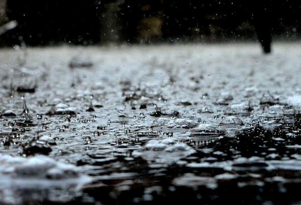 Giải mã giấc mơ thấy trời mưa to, mưa giông bão sấm sét có ý nghĩa gì?