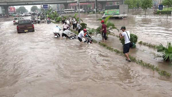 Giấc mơ về nước ngập đường đem lại nhiều điều tốt đẹp và may mắn cho người mơ thấy nó
