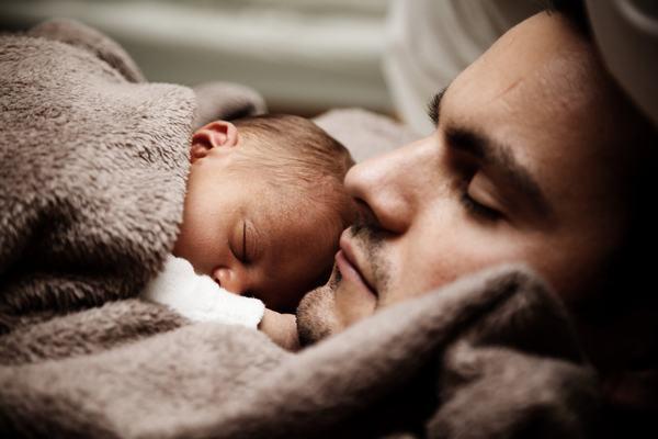 Cả vật chất và tinh thần của bạn trong tương lai sẽ đi vào ổn định nếu bạn mơ thấy cha chết rồi bạn khóc.