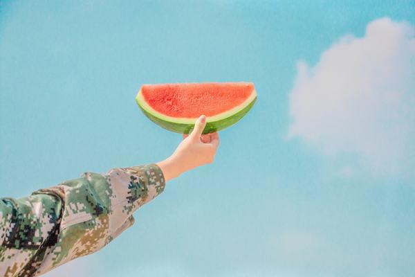 Mơ thấy mình không muốn ăn dưa hấu là hên hay xui?